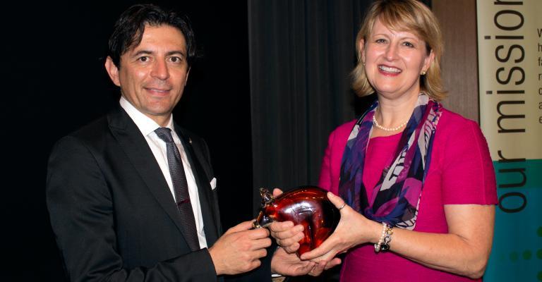 Simón Barquera Receives Award for Obesity Research
